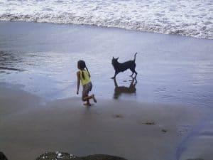 Sur la plage de Hatiheu aux Marquises