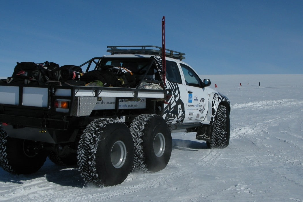 Mon Plus Beau Voyage - White Desert - 6x6 operating near camp