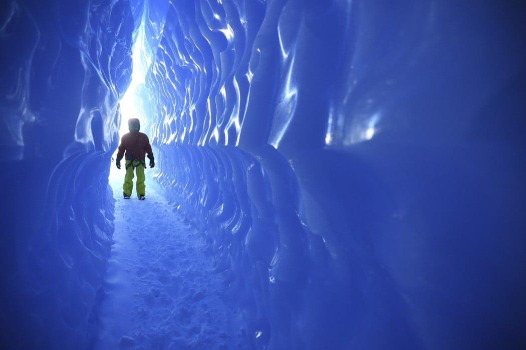 Mon Plus Beau Voyage - White Desert - Entering the ice tunnels