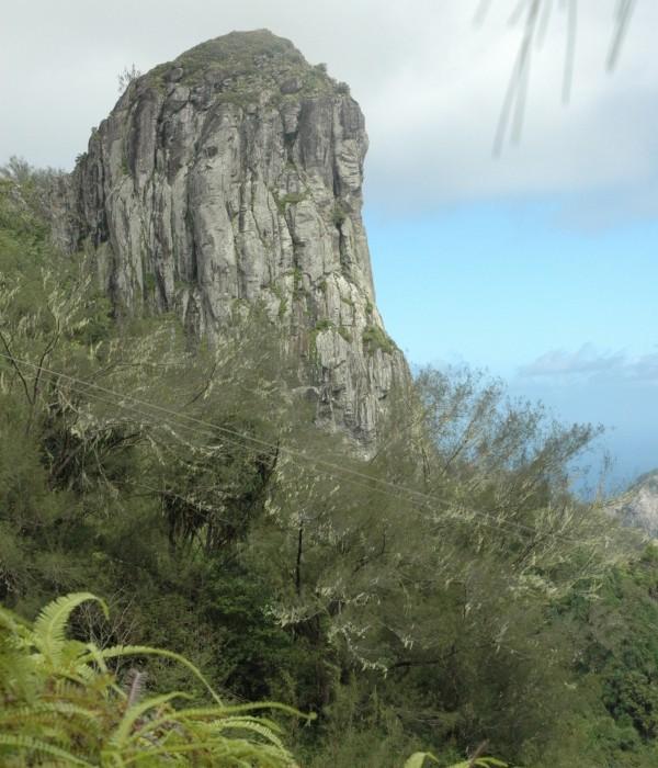 Le rocher qui domine Hakatau