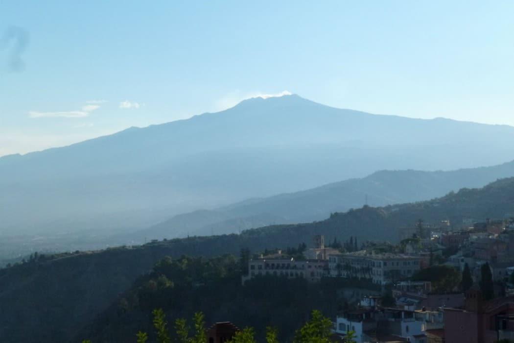 Mon Plus Beau Voyage en Sicile - Taormine - vue du theatre antique sur l'Etna