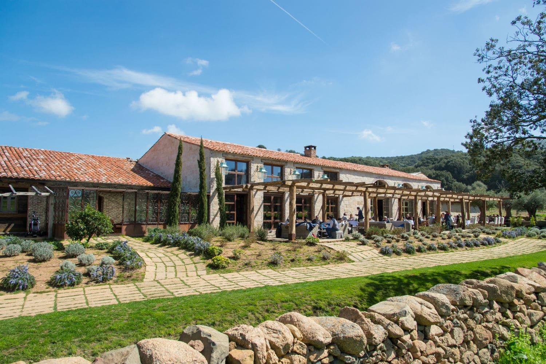 Le domaine de murtoli en corse s jour de luxe - Domaine de murtoli restaurant ...