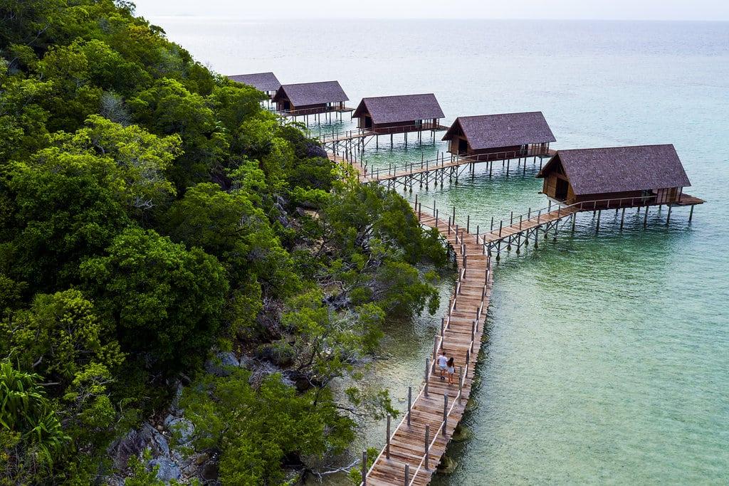 mon-plus-beau-voyage-en-indonesie-bawah-private-island-aerialwatervilla2