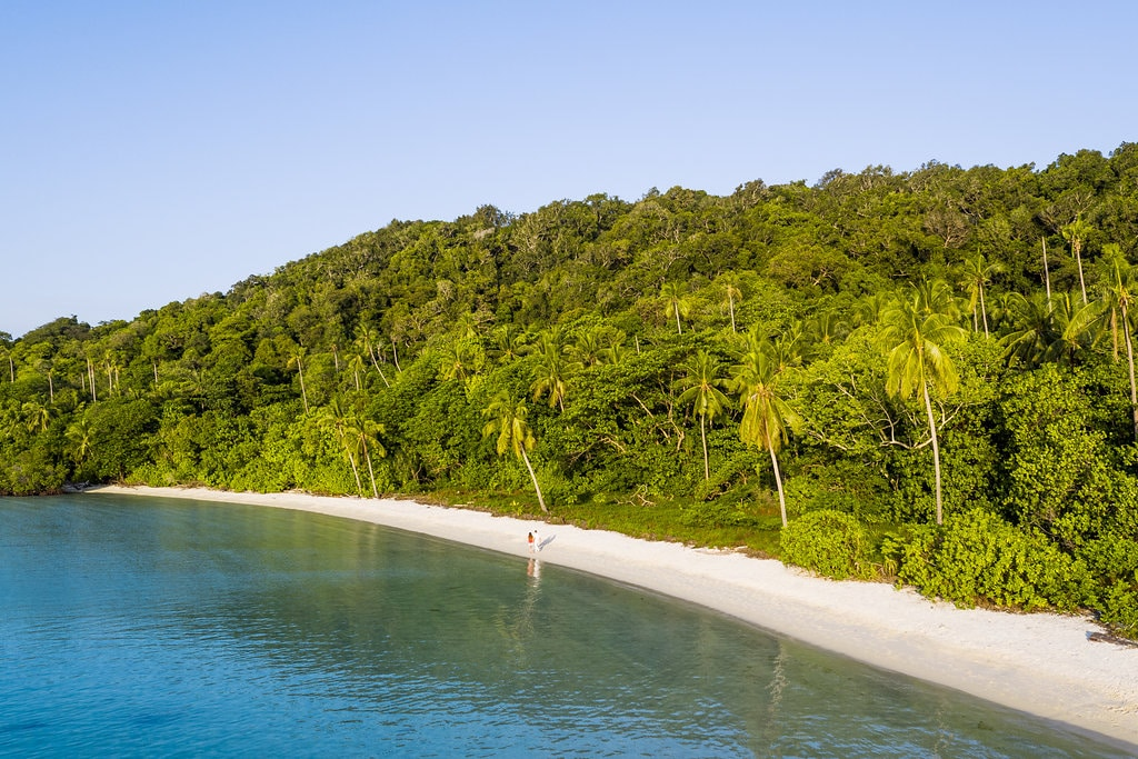 mon-plus-beau-voyage-en-indonesie-bawah-private-island-aeriallongbeach2