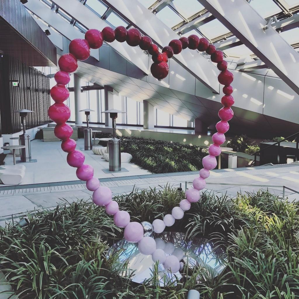 Mon Plus Beau Voyage a l Andaz Tokyo Othoniel coeur rose