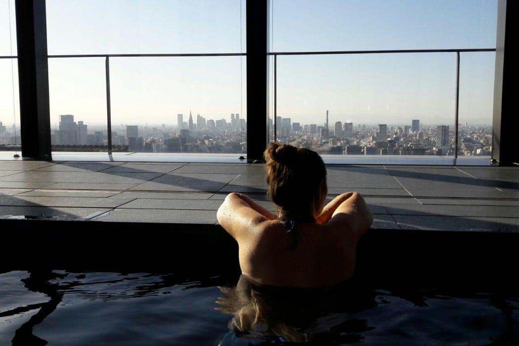 Mon Plus Beau Voyage-circuit de luxe- Hotel Aman Tokyo dans la piscine
