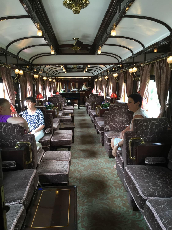 une journ e bord du train de luxe venice simplon orient express. Black Bedroom Furniture Sets. Home Design Ideas
