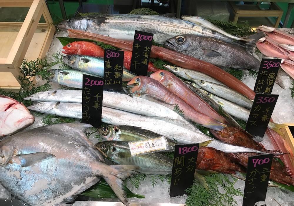 Marché de poissons à Tokyo.