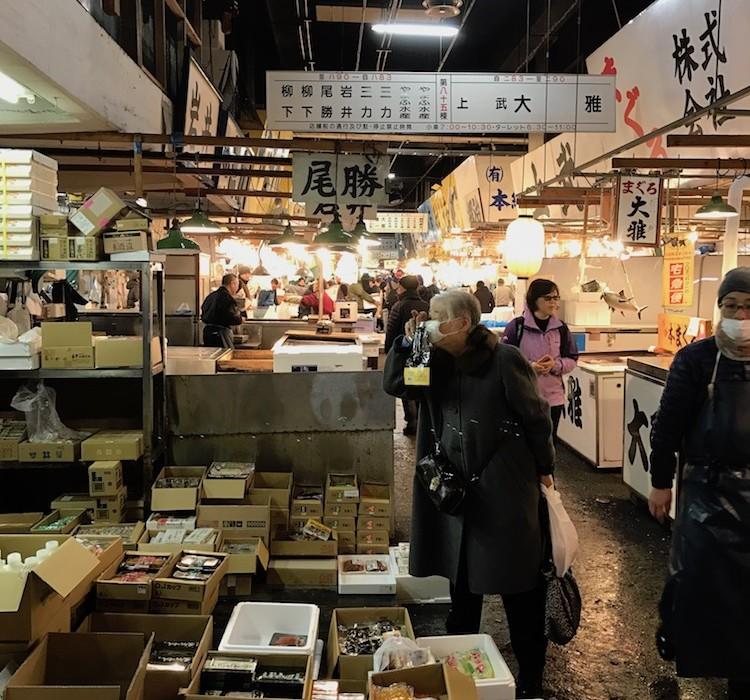 Marché de poissons à Tokyo au Japon.