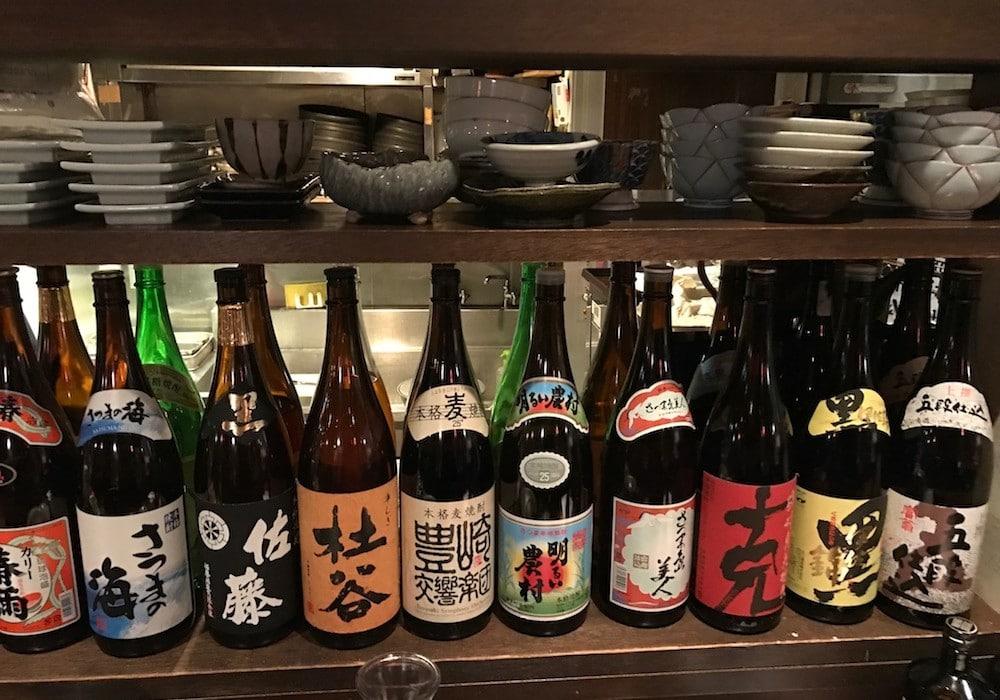 Dégustation de sake au Japon.