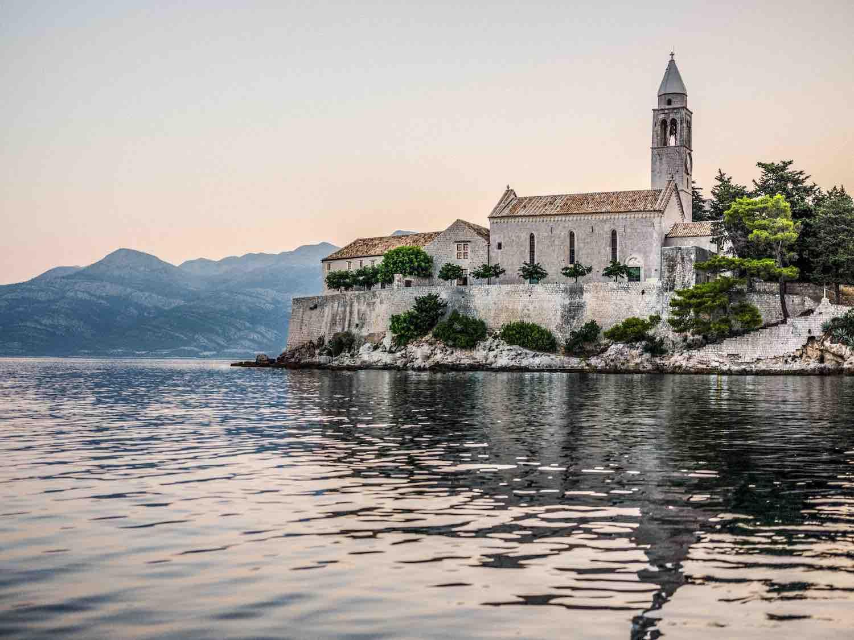 Un hôtel privé au coeur d'un monastère en Croatie : Lopud 1483